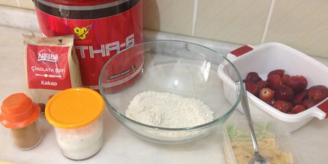 Çilekli Protein Kek Tarifi